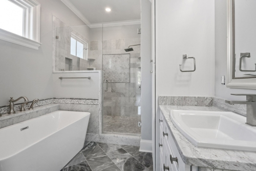 Lakeview Single Family Bathroom
