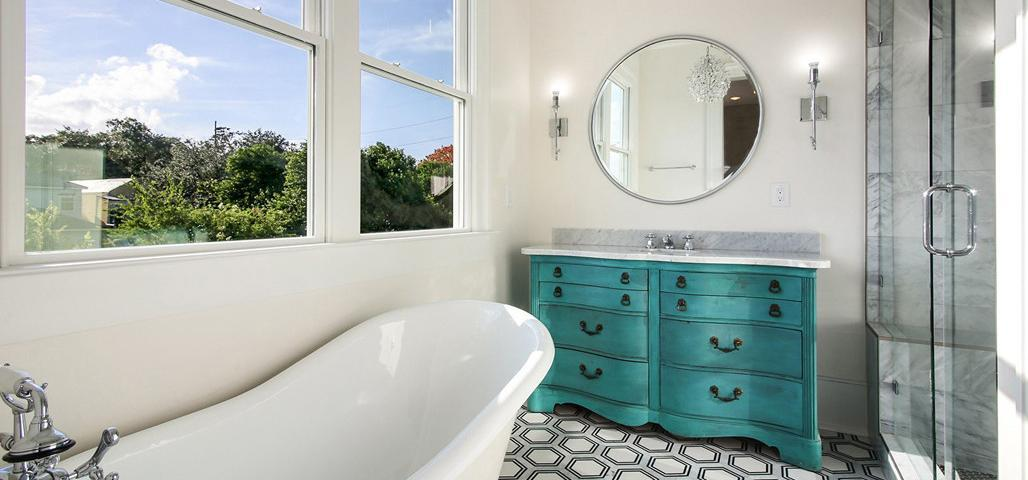 Master Bath with Clawfoot Tub, Adamick Architecture